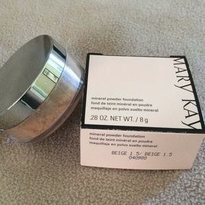 Mary Kay mineral powder foundation in beige 1.5